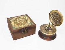 Kompassi-aurinkokello Da Vinci
